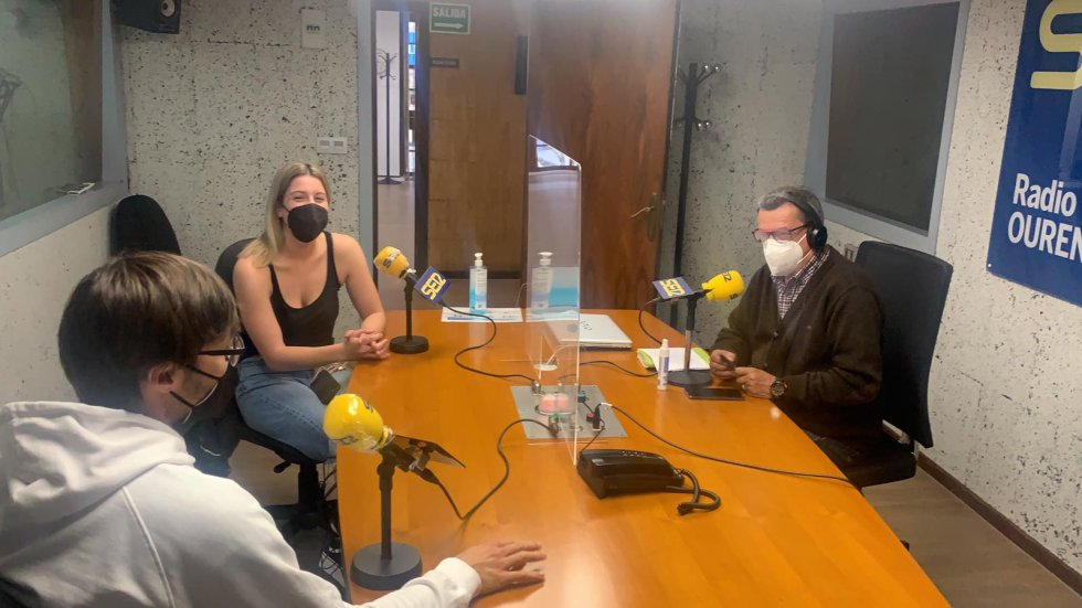 Pepe González, con Iria Álvarez y Fernando Fernández cao en el Estudio Ramón Puga