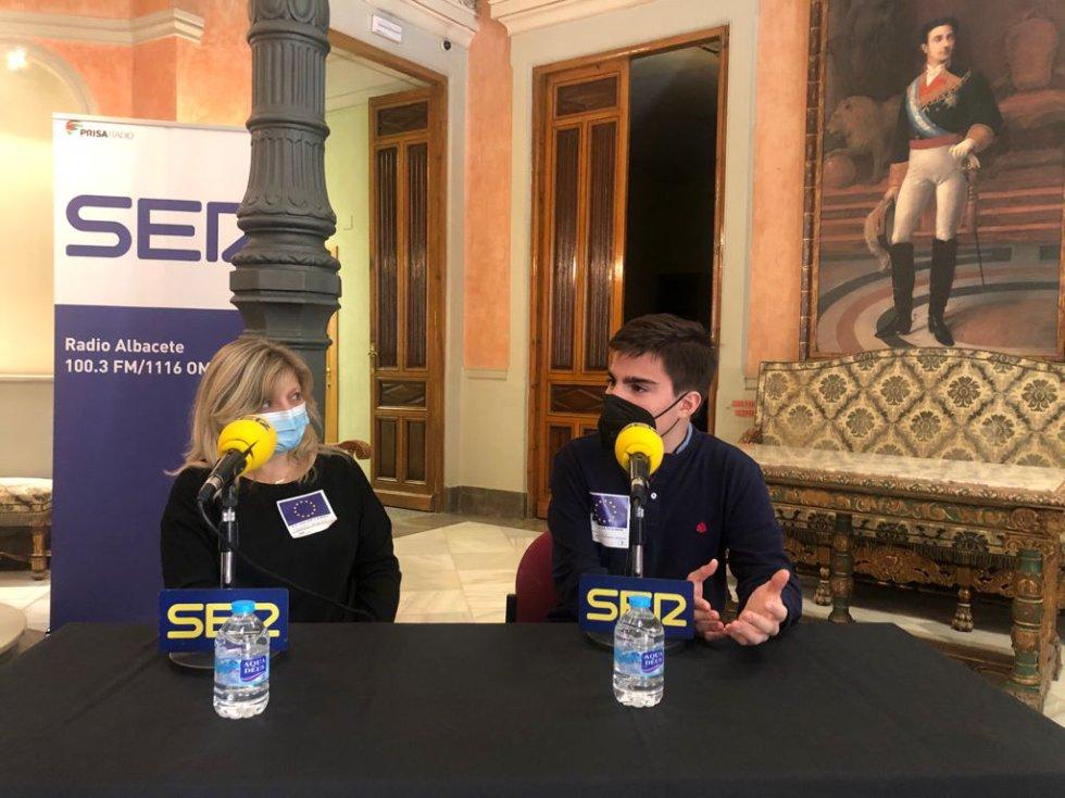 Carmen Monzó, directora del IES Amparo Sanz y Julián Navarro, alumno del centro educativo