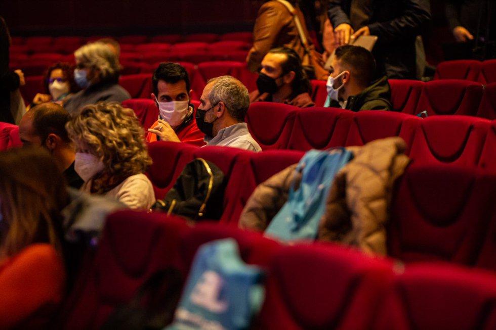 Público sentado en el salón de actos del Rectorado de la UCO.