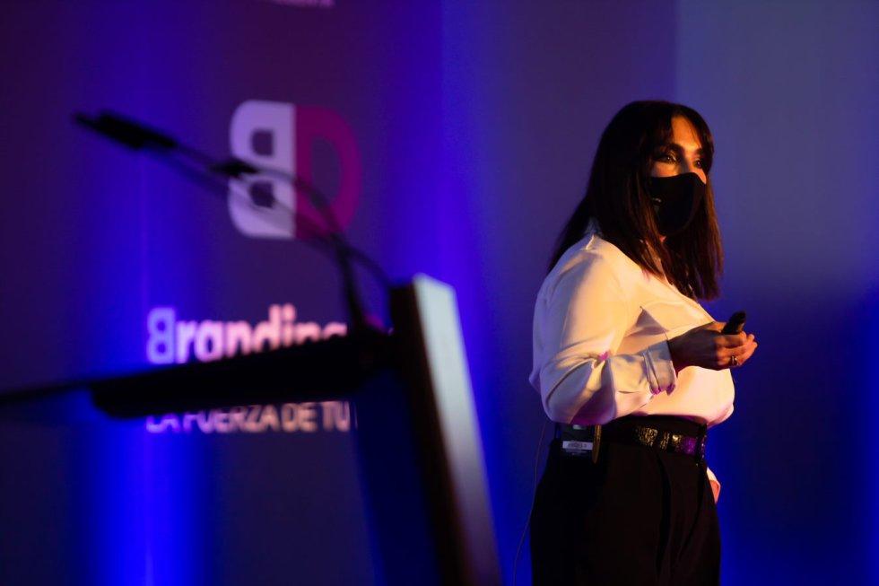 Rosa Navarro, de Grupo Milar, cuenta cómo debe convivir el comercio off y on line.