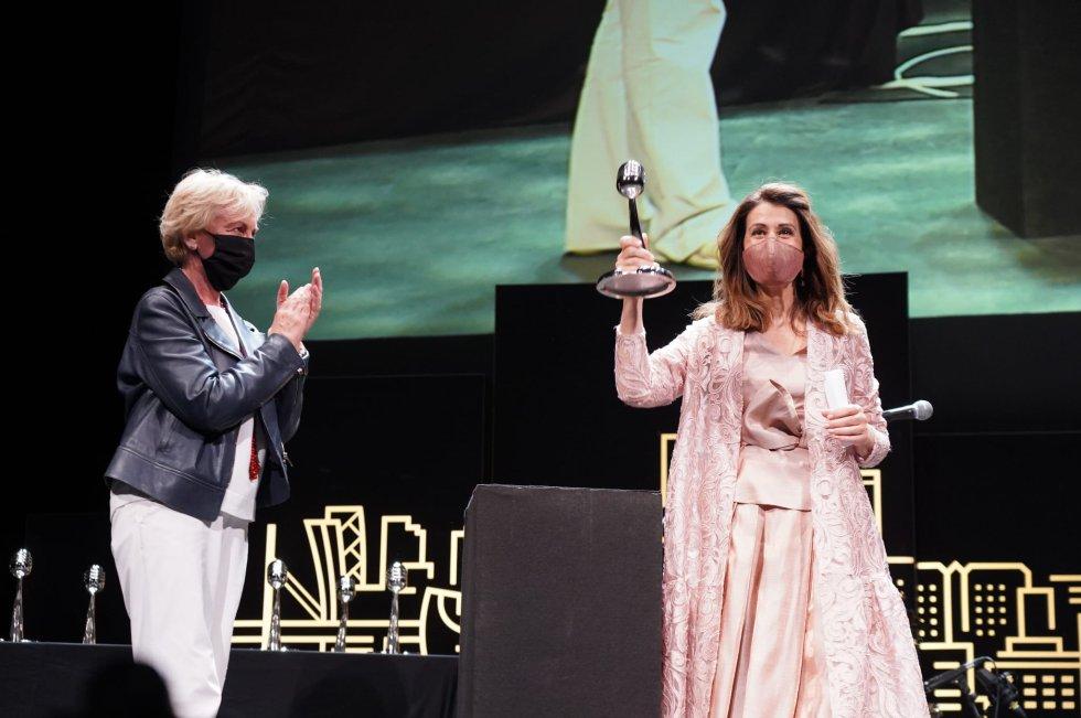 Mercedes de Miguel recoge el Premio en la categoría de Empresa
