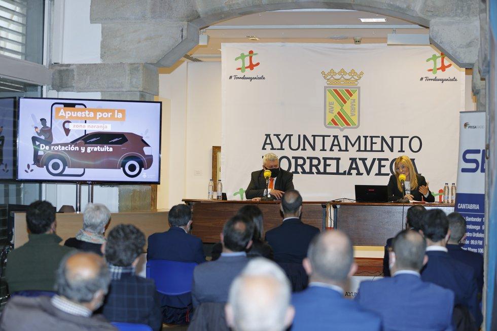 Joaquín Díaz y Ana María Martínez durante la ponencia de Besaya Futura.