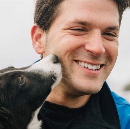 Daniel Illescas, adiestrador de perros de pastoreo en Villanueva de Córdoba