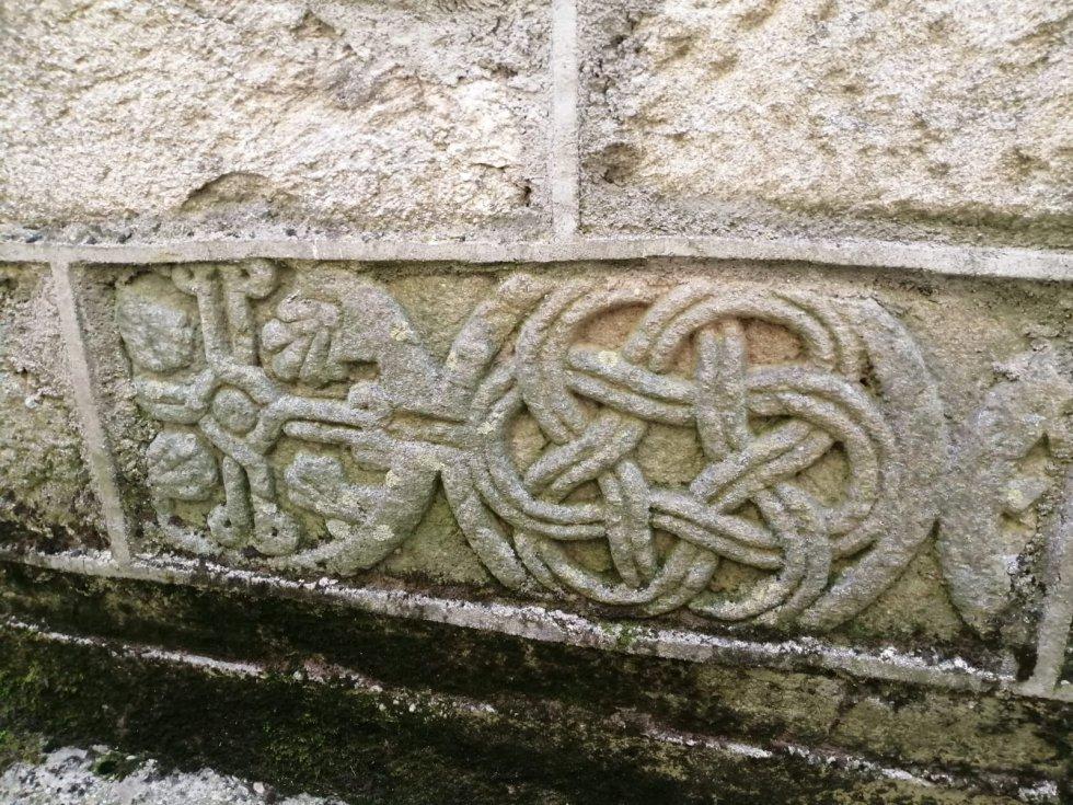 Restos del monasterio en un muro