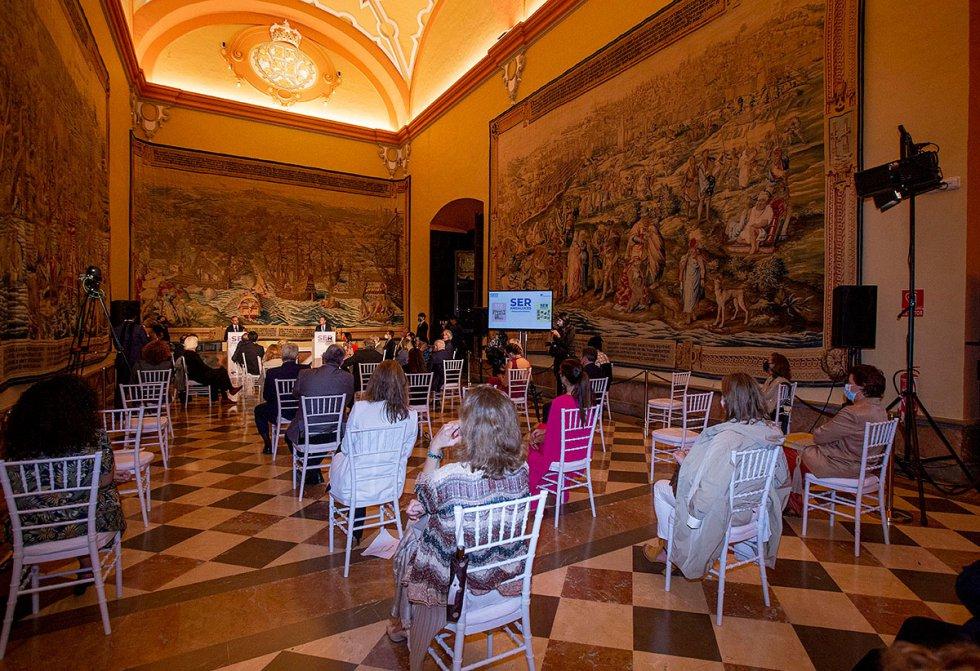 El Salón de los tapices del Real Alcázar acogió la presentación de los dos últimos libros-cd de SER Andaluces