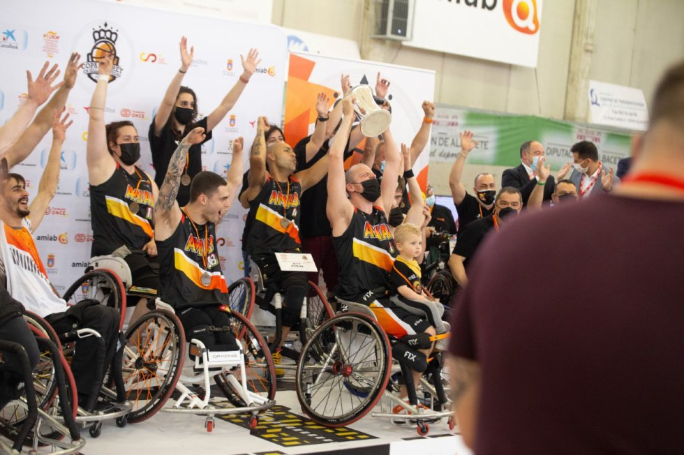 El BSR Amiab Albacete celebra el título de la Copa del Rey