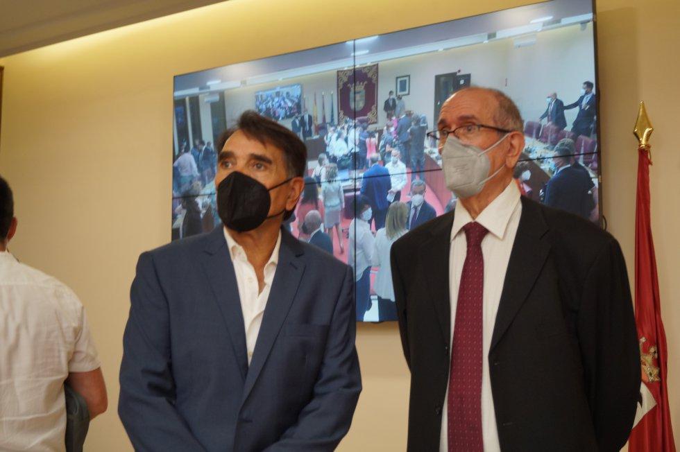 Las imágenes del pleno de investidura de Emilio Sáez