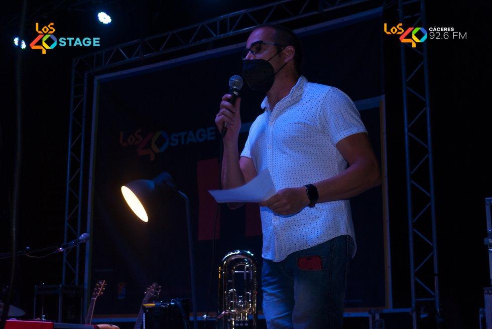 Jorge Balaguer Bertomeu presentando LOS40 Stage con Nil Moliner en Casar de Cáceres