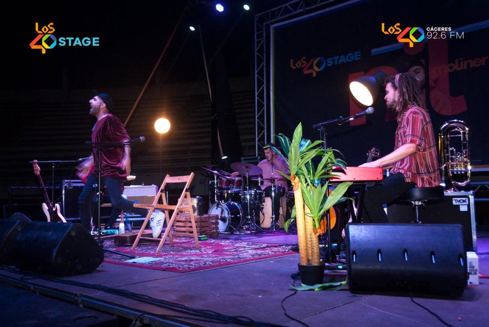 Nil Moliner sale al escenario de LOS40 Stage con toda su energía