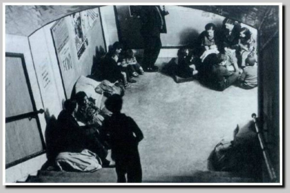 Refugiados en el metro de Madrid durante la Guerra Civil.