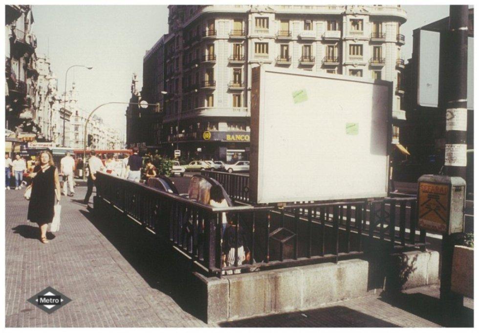 Acceso a la estación de Gran Vía. 1982.