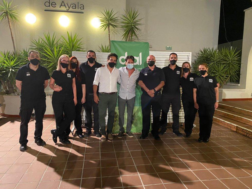 Equipo del Teatro López de Ayala con David DeMaría