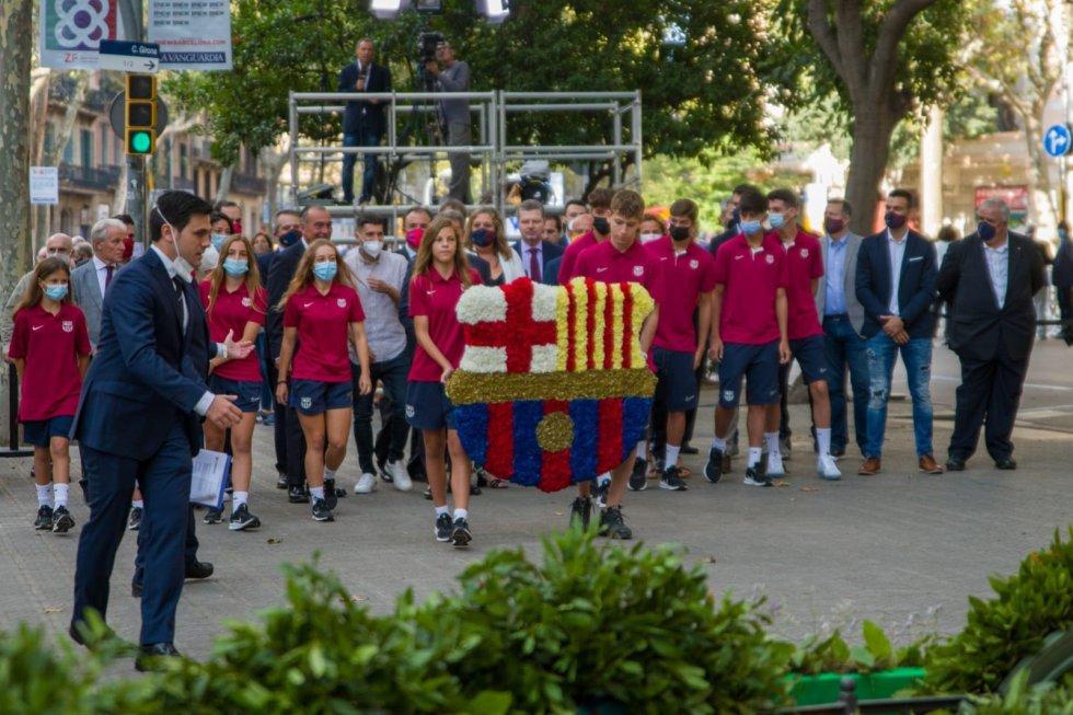 """El presidente del FC Barcelona, Joan Laporta, ha reclamado este sábado, durante la Diada, que el expresidente de la Generalitat Carles Puigdemont y """"los exiliados puedan volver"""" a Catalunya, así como el fin de las causas contra los independentistas"""