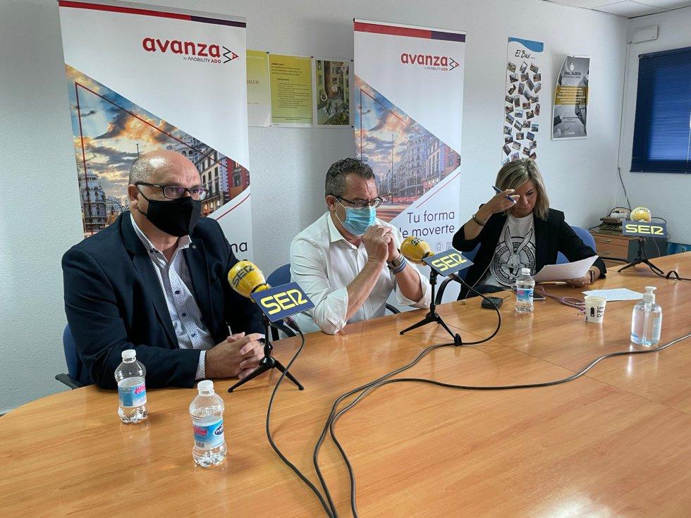 El alcalde de La Vila Joiosa, Andreu Verdú; el alcalde de Benidorm, Toni Pérez; y la conductora del espacio, Laura Núñez