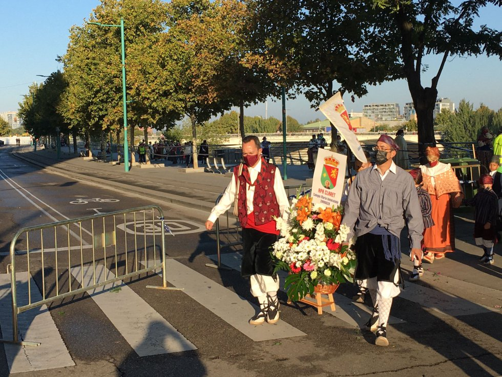 Oferentes en el Paseo Echegaray y Caballero.