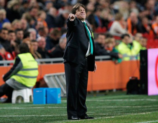 AMSTERDAM, NETHERLANDS - NOVEMBER 12: Mexico Head Coach / Manager, Miguel Herrera gives his team instructions during the international friendly match between Netherlands and Mexico held at the Amsterdam ArenA on November 12, 2014 in Amsterdam, Netherlands. (Photo by Dean Mouhtaropoulos/Getty Images)