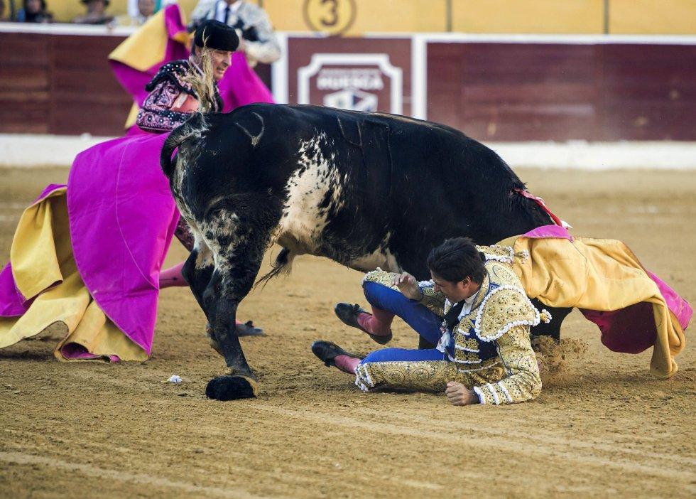 El pronóstico es muy grave. Tras ser operado en la misma plaza de toros de Huesca, se le trasladó a la UCI del hospital San Jaime de Huesca.