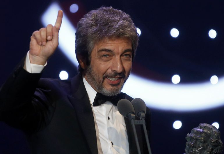 Actor Ricardo Darin reacts as he holds his Best Leading Actor trophy during the Spanish Film Academy's Goya Awards ceremony in Madrid, Spain, February 7, 2016. REUTERS/Susana Vera