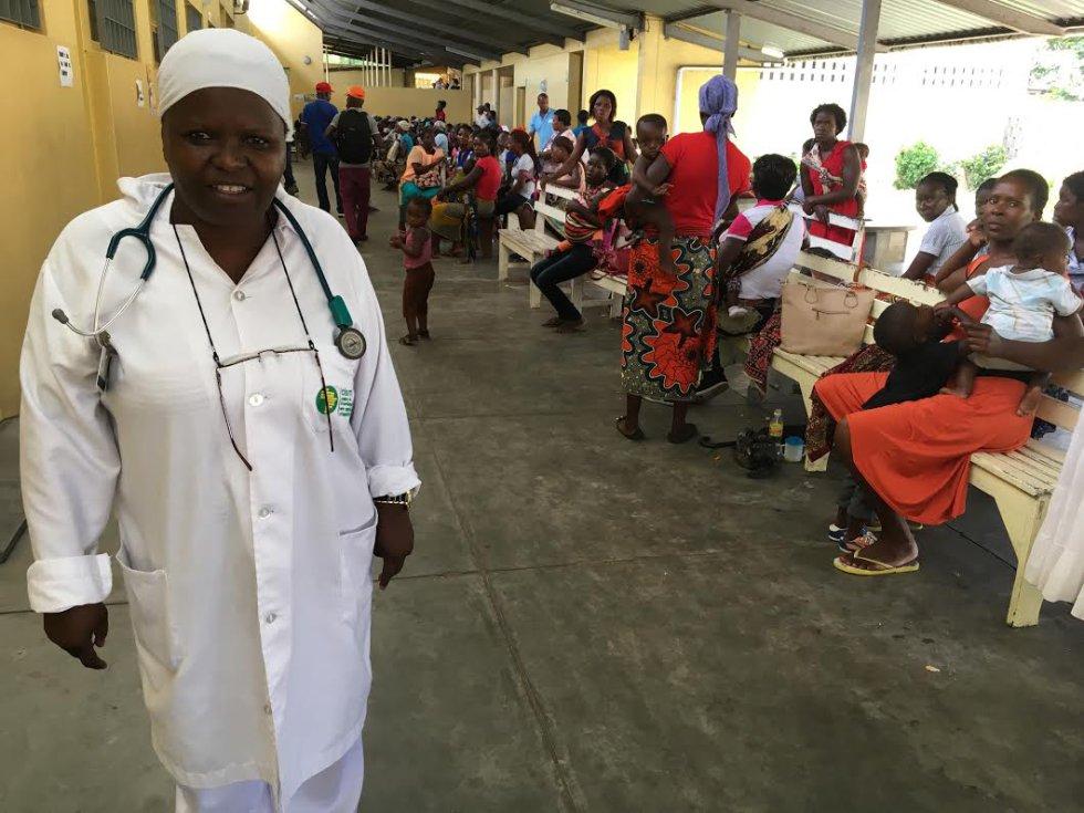 Magdalena, una de las enfermeras más veteranas del Hospital de Manhiça.