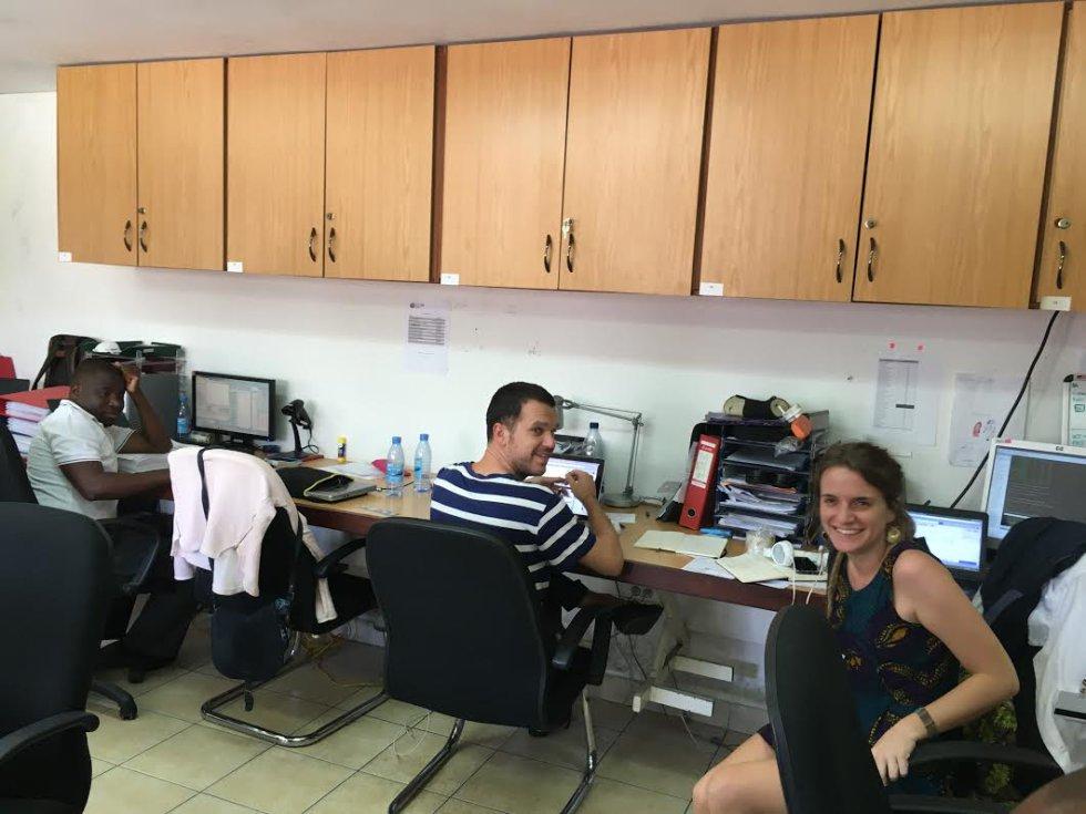 Laura de la Fuente y sus compañeros, del departamento de investigación del VIH.