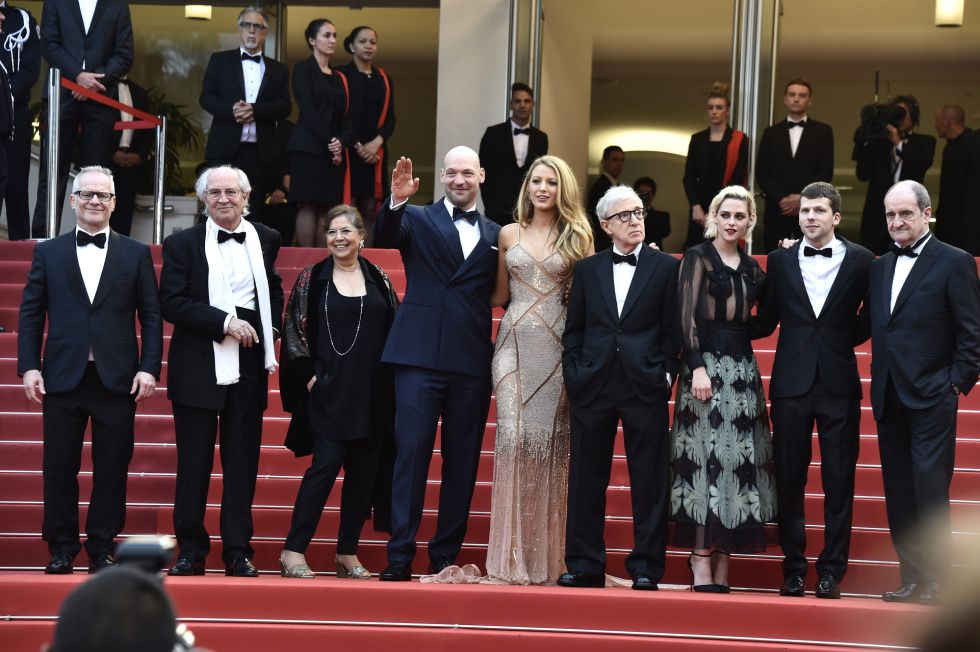 """CANNES, FRANCE - MAY 11: Thierry Fremaux, Vittorio Storaro, Antonia LaFolla,  Corey Stoll,Blake Lively, Pierre Lescure Woody Allen, Pierre Lescure, Kristen Stewart, Pierre Lescure and Jesse Eisenberg attend the """"Cafe Society"""" premiere and the Opening Night Gala during the 69th annual Cannes Film Festival at the Palais des Festivals on May 11, 2016 in Cannes, France. (Photo by Pascal Le Segretain/Getty Images)"""
