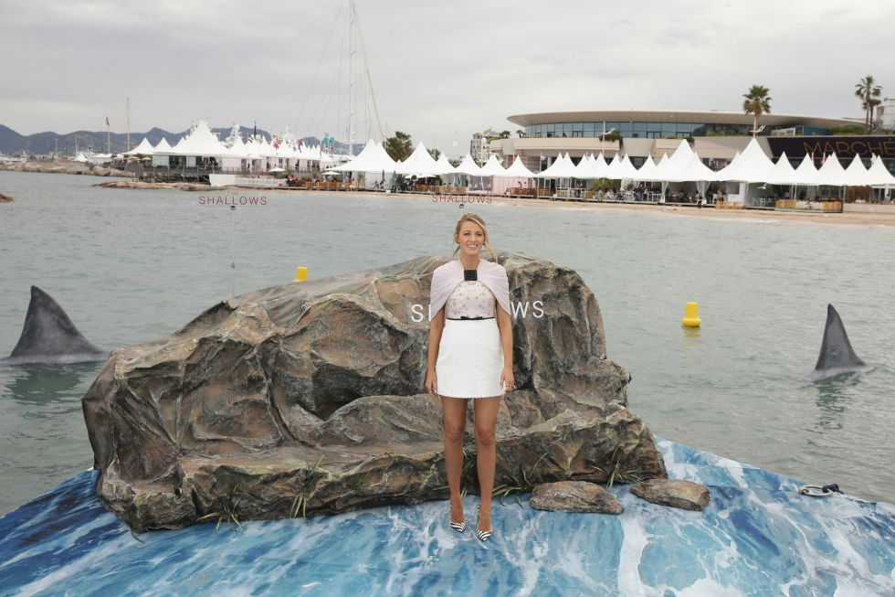CANNES, FRANCE - MAY 13: Actress Blake Lively attends the 'The Shallows' photocall during the 69th annual Cannes Film Festival at the Palais des Festivals on May 13, 2016 in Cannes, France. (Photo by Neilson Barnard/Getty Images)