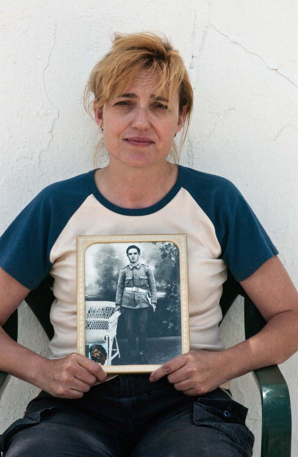 Mari Carmen España Ruiz, nieta de Manuel España Gil, desaparecido el 17 de septiembre de 1936 en La Puebla de Cazalla (Sevilla).