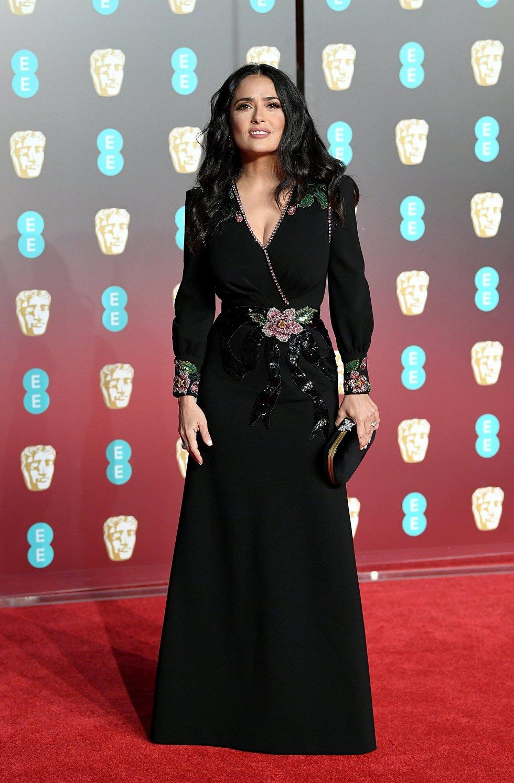 Salma Hayek también vistió de negro, como casi todas las asistentes a la gala