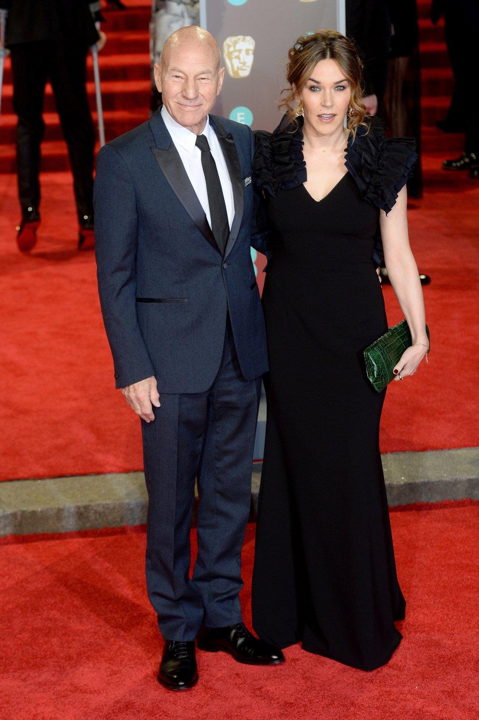 Sir Patrick Stewart (izq) y Sunny Ozell (der.)