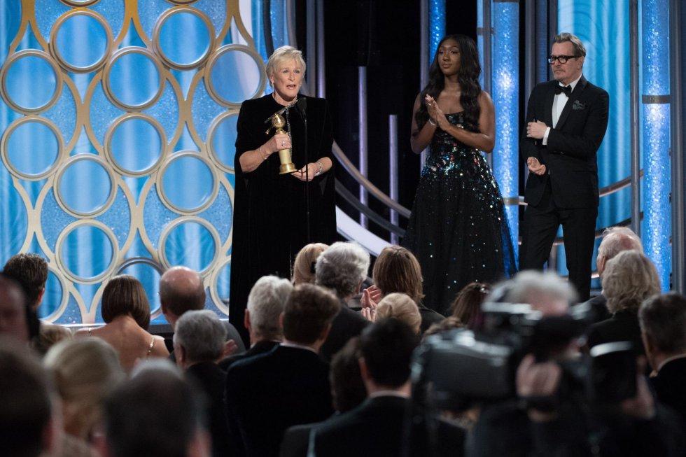 La actriz estadounidense Glenn Close recibe el premio a la mejor actriz de una película dramática por 'La buena esposa'.
