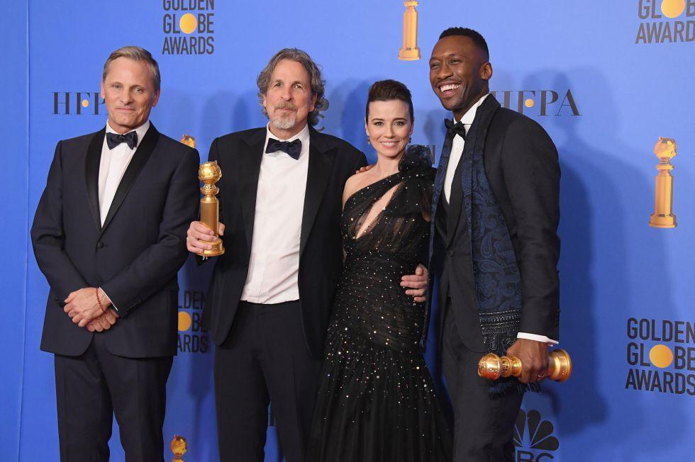 En la imagen, Viggo Mortensen, Peter Farrelly, Linda Cardellini, y Mahershala Ali. Green Book, la comedia de Farrelly, ha ganado tres premios, mejor comedia, mejor guion y mejor actor de reparto para Mahersala Ali.