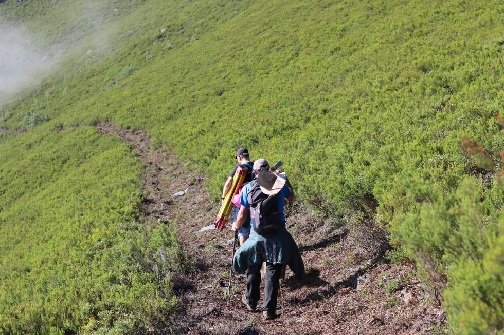Vidas Enterradas: La guerrilla en los valles de Casaio