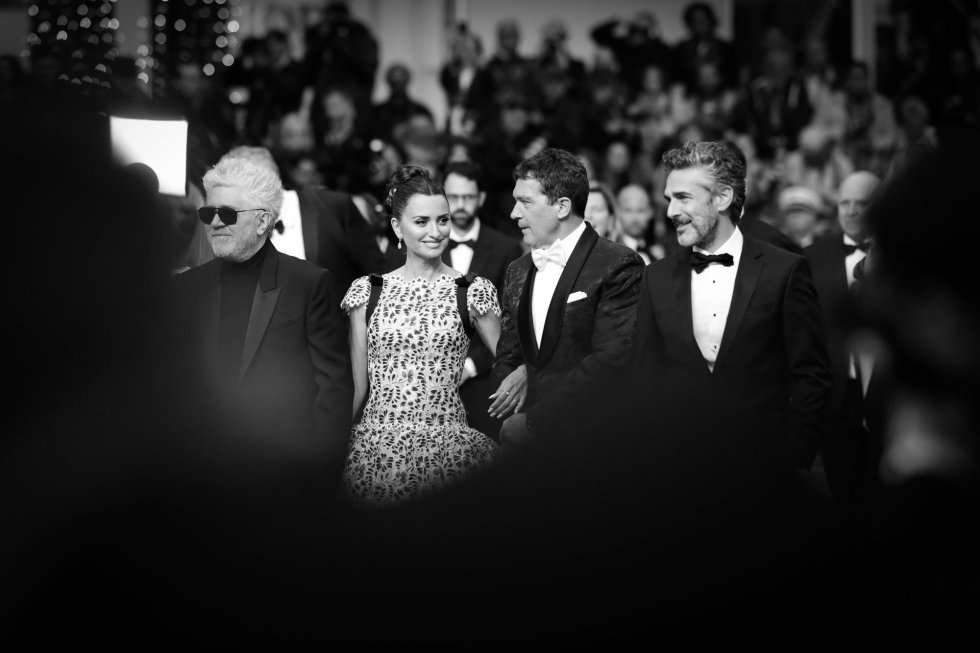 "CANNES, FRANCE - MAY 17:  (EDITORS NOTE: Image has been digitally altered)  (L-R) Pedro Almodovar, Penelope Cruz,  Antonio Banderas and Leonardo Sbaraglia attends the screening of ""Pain And Glory (Dolor Y Gloria/ Douleur Et Glorie)"" during the 72nd annual Cannes Film Festival on May 17, 2019 in Cannes, France. (Photo by Andreas Rentz/Getty Images)"