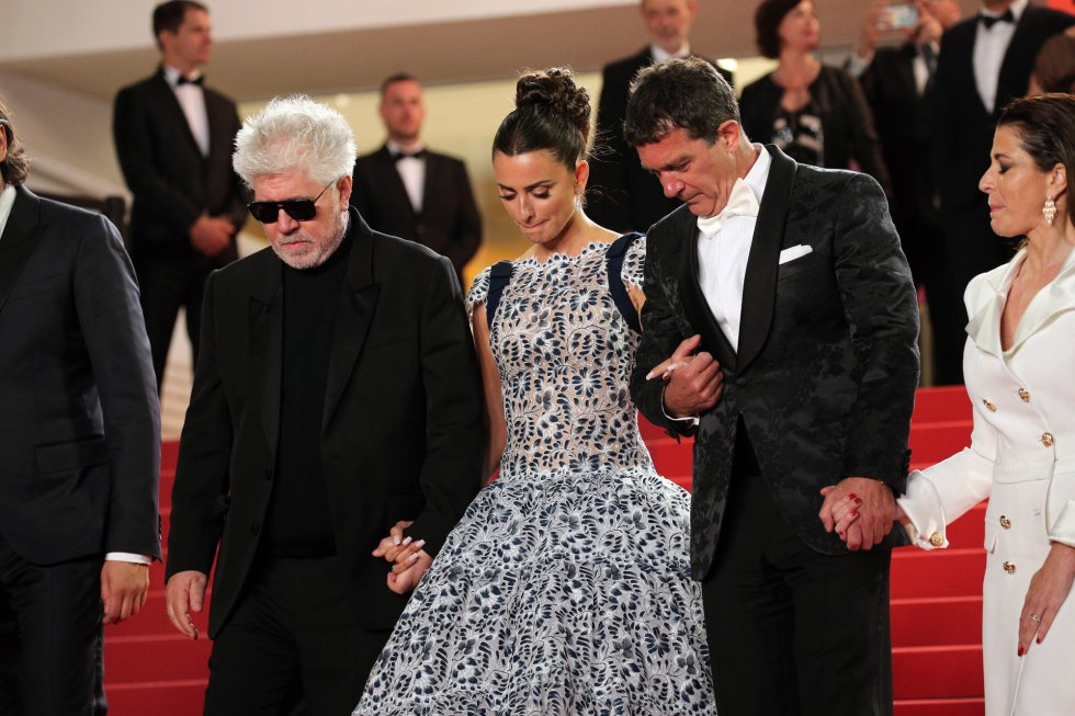 "CANNES, FRANCE - MAY 17: Director Pedro Almodovar, Penelope Cruz, wearing Atelier Swarovski Fine Jewelry and Antonio Banderas depart the screening of ""Pain And Glory (Dolor Y Gloria/Douleur Et Gloire)"" during the 72nd annual Cannes Film Festival on May 17, 2019 in Cannes, France. (Photo by Gisela Schober/Getty Images)"