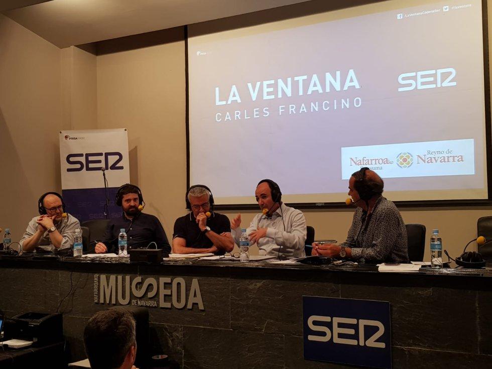 de izquierda a derecha el arquitecto Patxi Mangado, Javier Lorente , director de contenidos de la SER en Navarra, Carles Francino, Manu Ayerdi, Vicepresidente económico del gobierno Navarro, e Isaías Lafuente