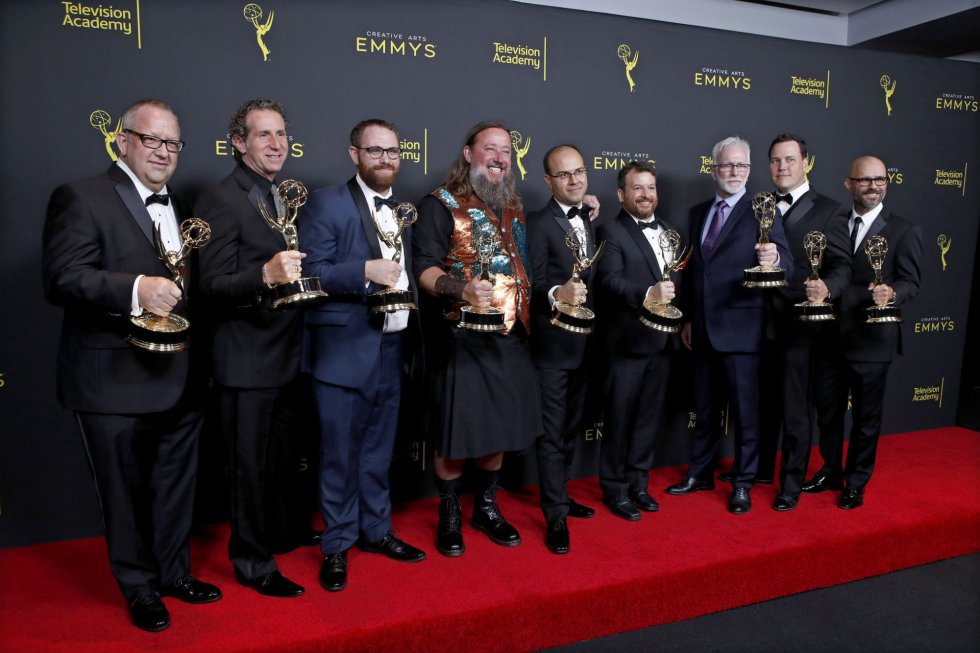 El equipo de 'Juego de Tronos' posa con sus premios.