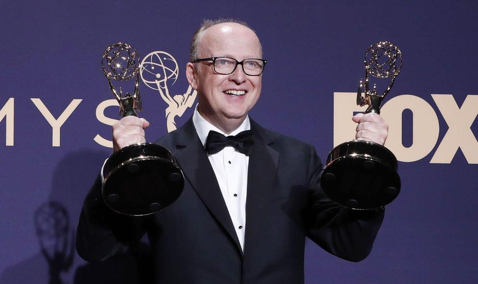Harry Bradbeer sostiene sus premios.
