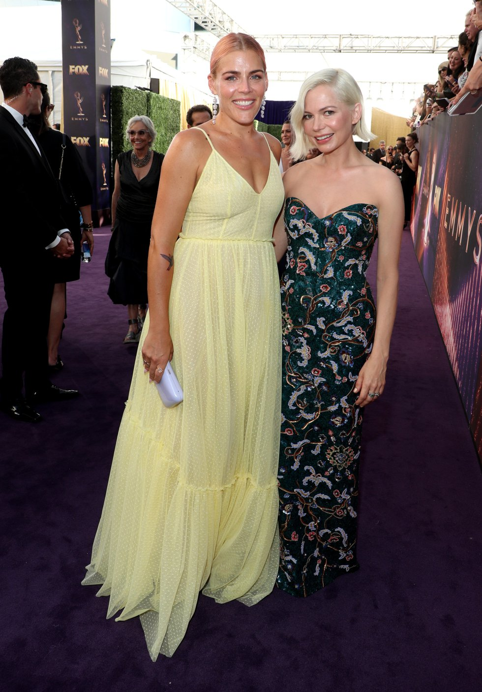 Busy Philipps y Michelle Williams.