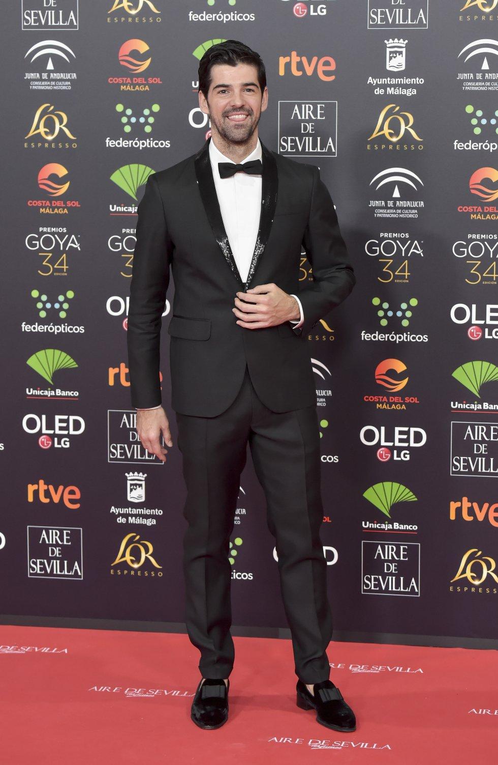 Miguel Ángel Silvestre en la alfombra roja de los Premios Goya 2020