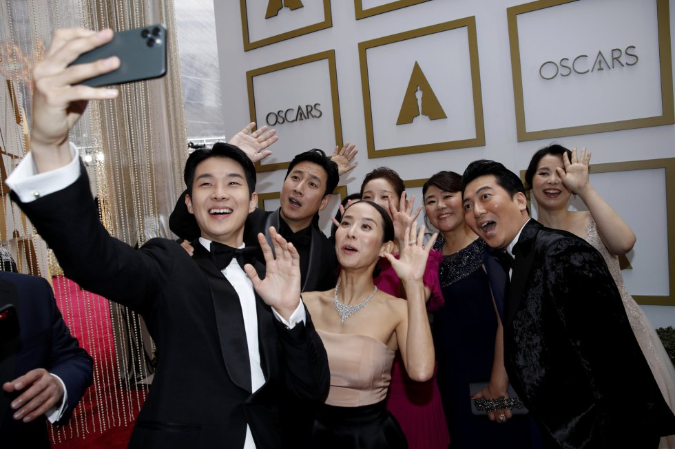 El reparto de 'Parásitos' se hace un selfie