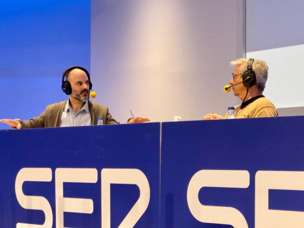 José Carlos Ruiz, doctor en Filosofía, profesor de la Universidad de Córdoba (izquierda) y Carles Francino, director de 'La Ventana' (derecha)