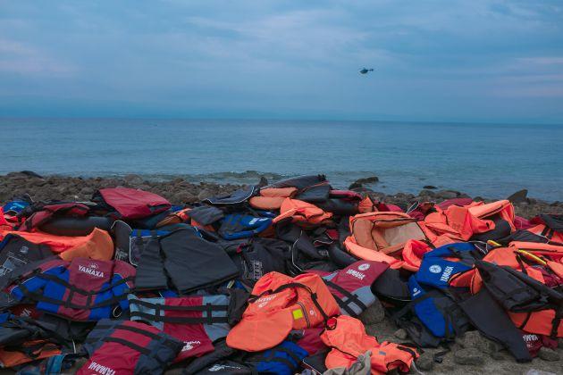 Chalecos salvavidas abandonados en una playa de Grecia el 28 de septiembre de 2015