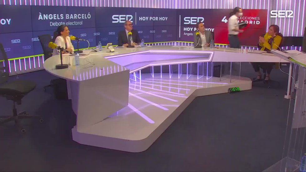 """El candidato de Unidas Podemos se levantó del asiento tras la provocación de Monasterio: """"Si usted es tan valiente levántese y lárguese""""."""
