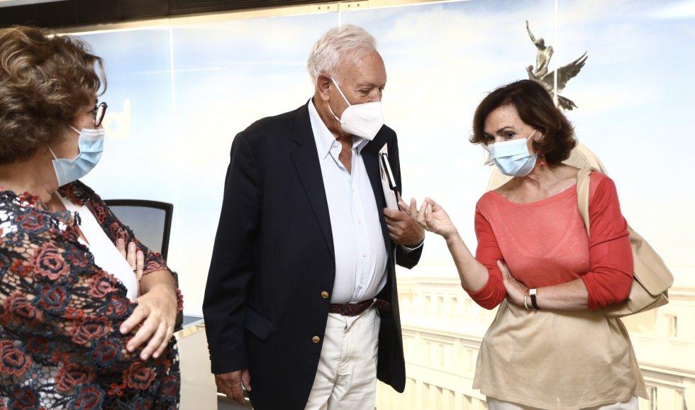 Carmen Calvo y José Manuel García-Margallo conversan con Montserrat Domínguez, directora de contenidos de la Cadena SER.