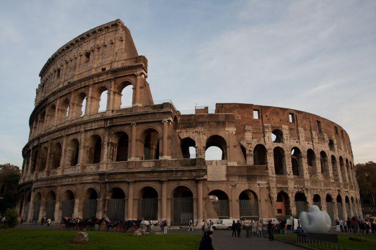 El Derrumbe De Varias Piezas Del Coliseo Romano Reabre El