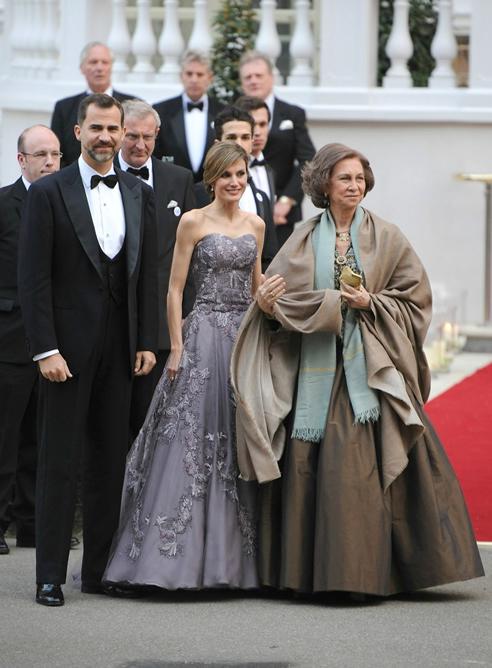 FOTOGALERIA  La reina Sofía y los príncipes de Asturias llegan a la cena  privada de 36c2718784b