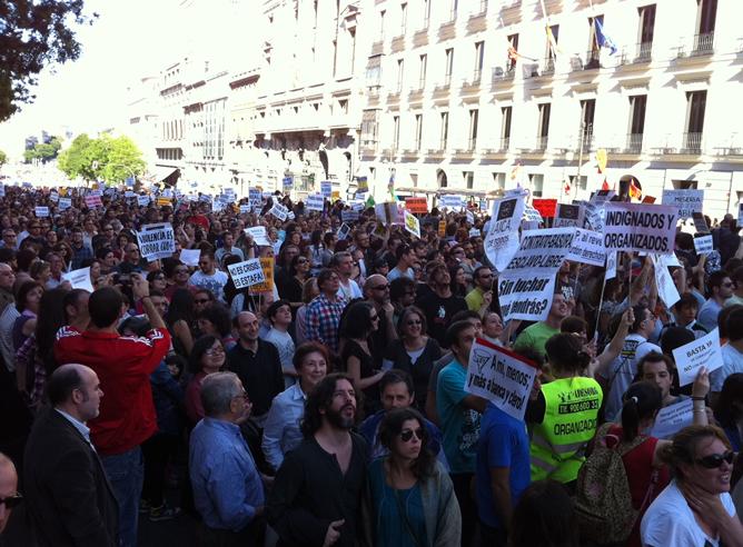 Miles de personas piden en Madrid un cambio político y social