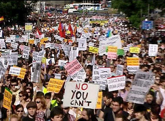 El movimiento pacífico 'Democracia real ya' inunda Madrid