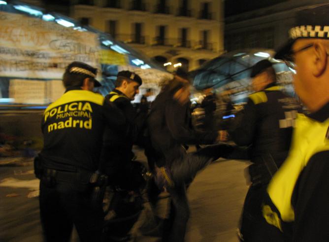 Desalojado el campamento de la Puerta del Sol de Madrid