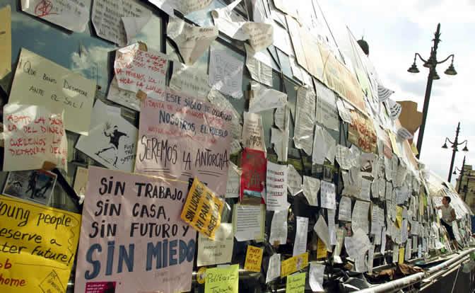 La Asamblea de la plataforma en Madrid ordena retirar todas las pancartas con referencias políticas